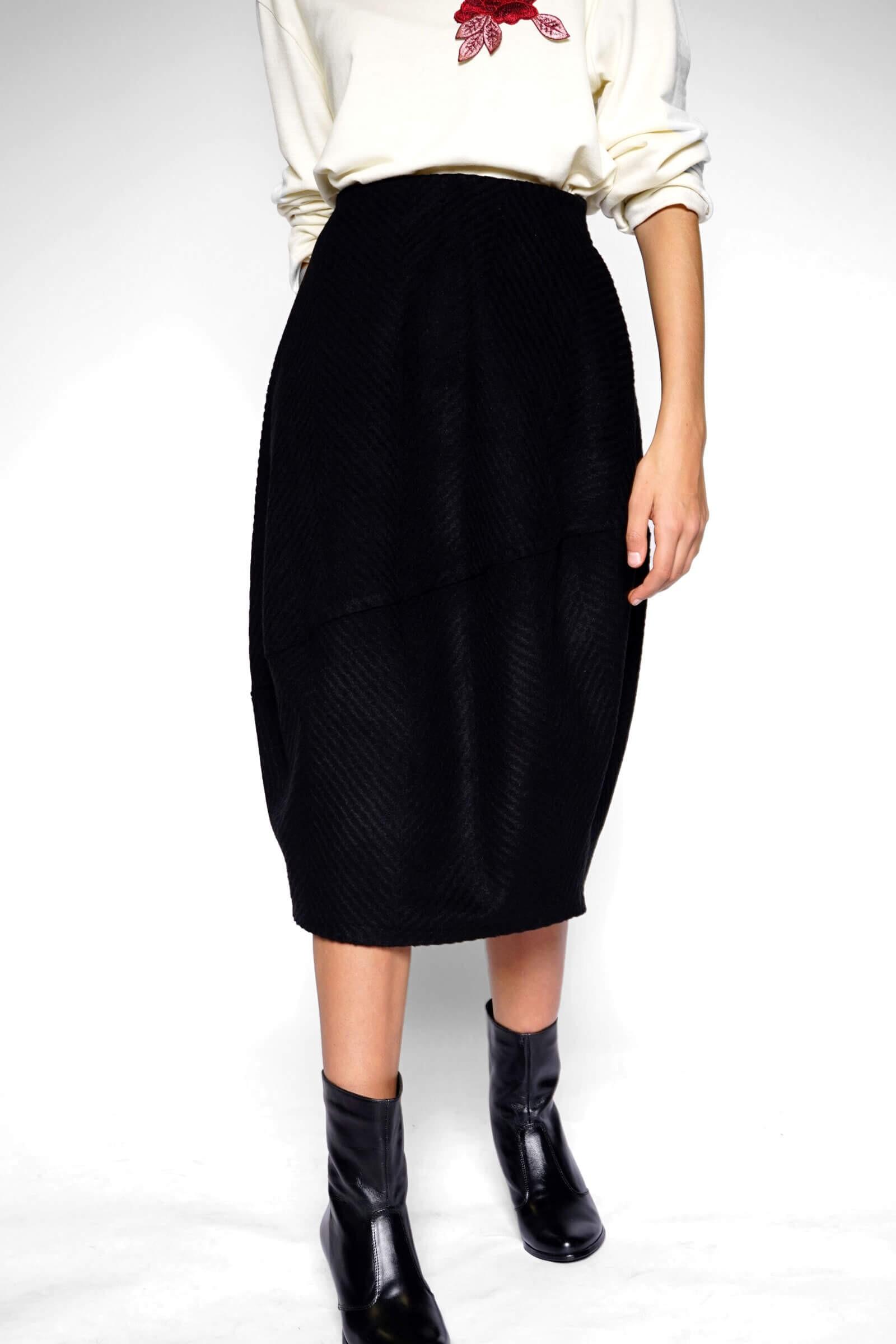 Medium black tulip skirt