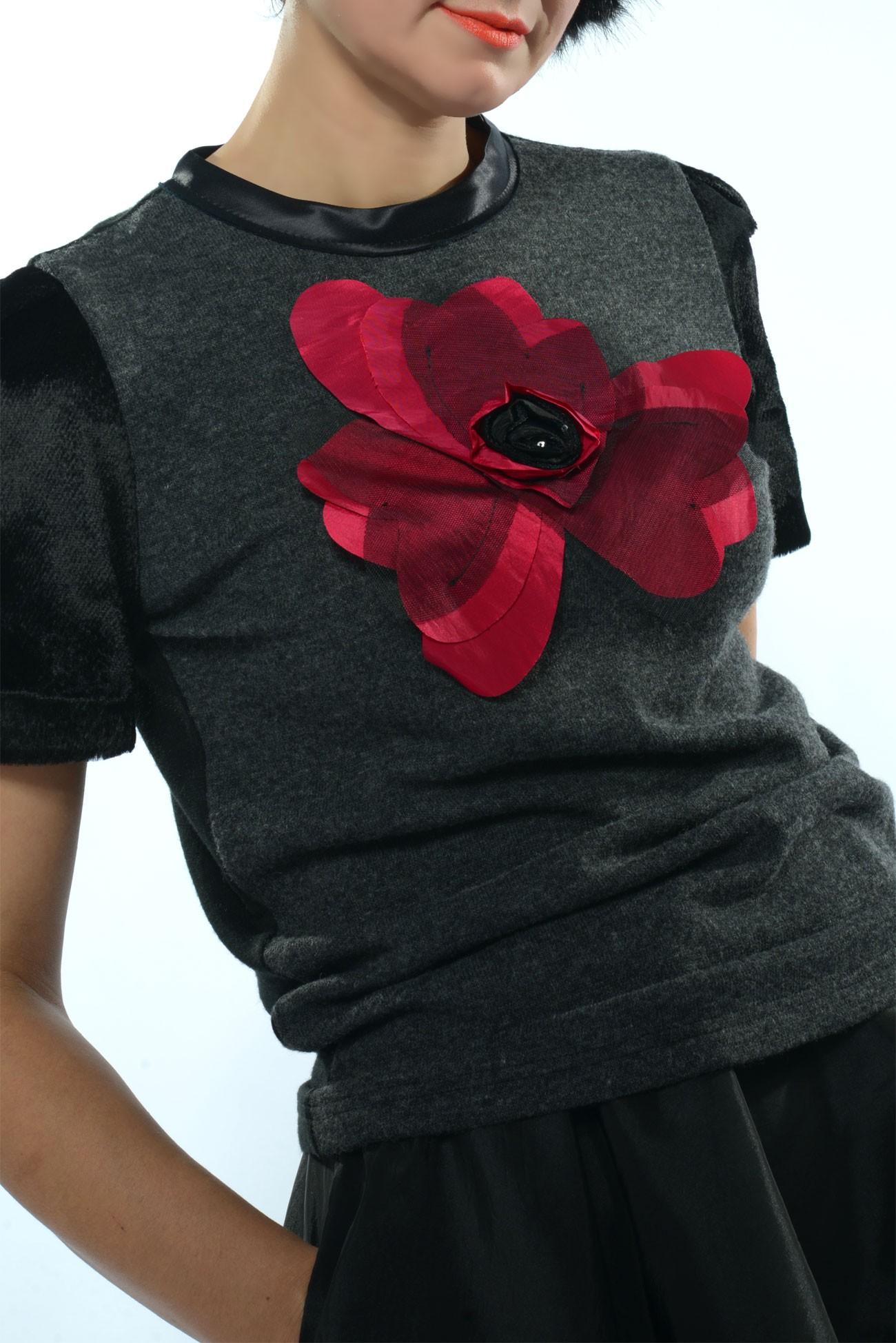 Bluza  jerse cu floare mare inimi din tafta rodie cu tul