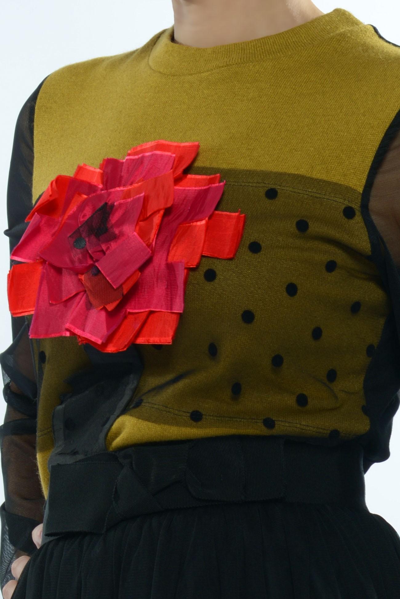 Bluza din tul moale N, spate din vascoza neagra si floare in piept