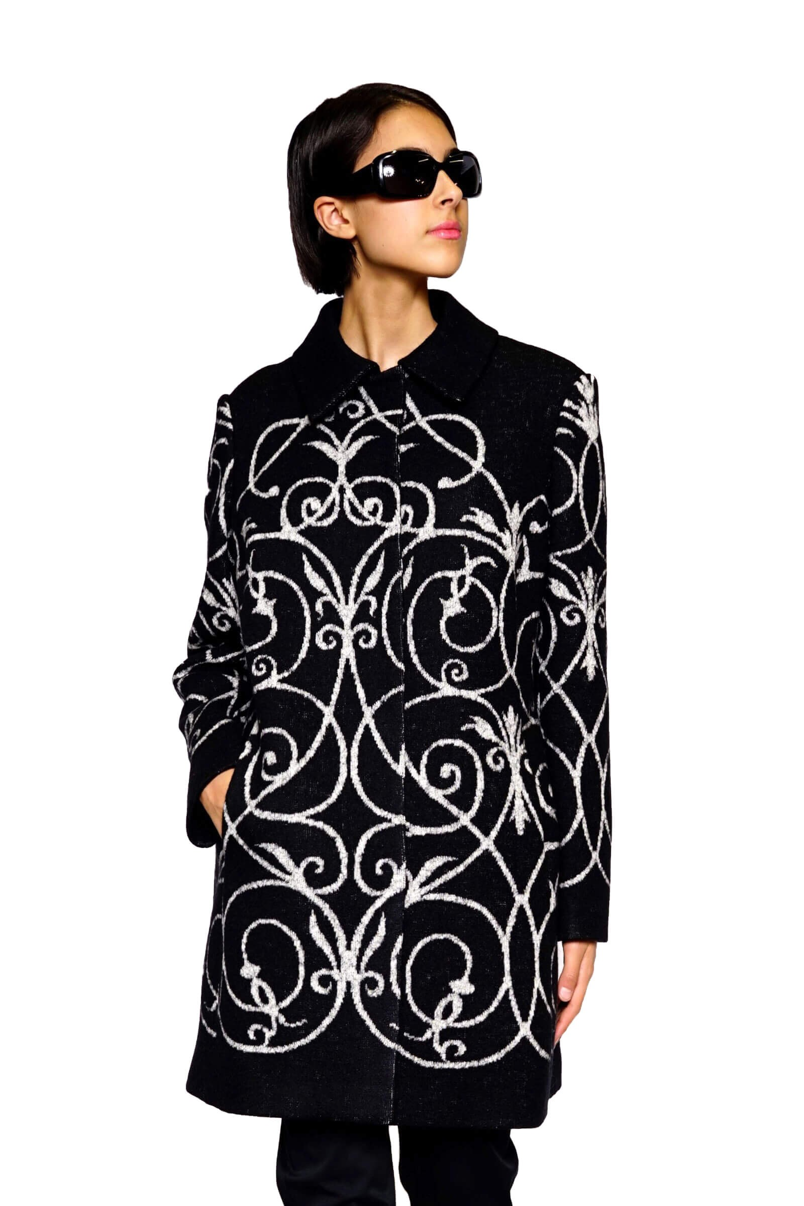Palton negru cu imprimeu...