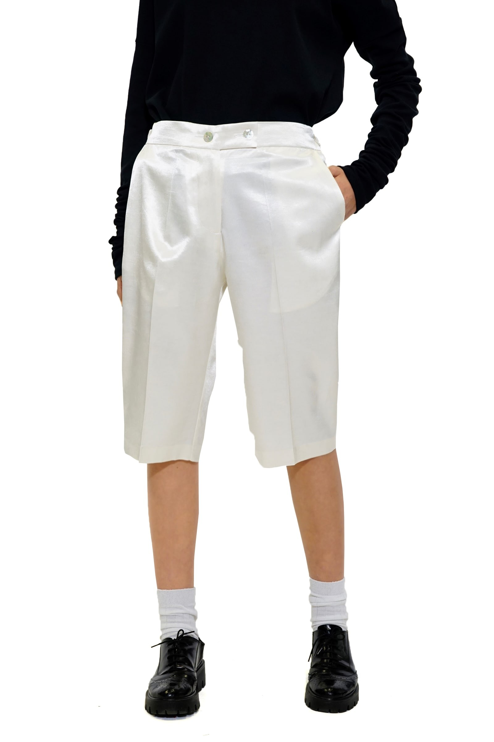 Short white pants