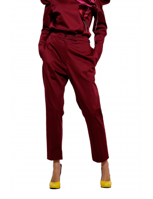 Maroon pants with loose pockets