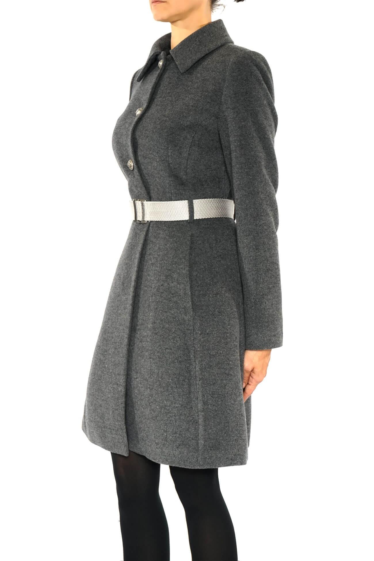 palton din stofa de lana taiat in talie