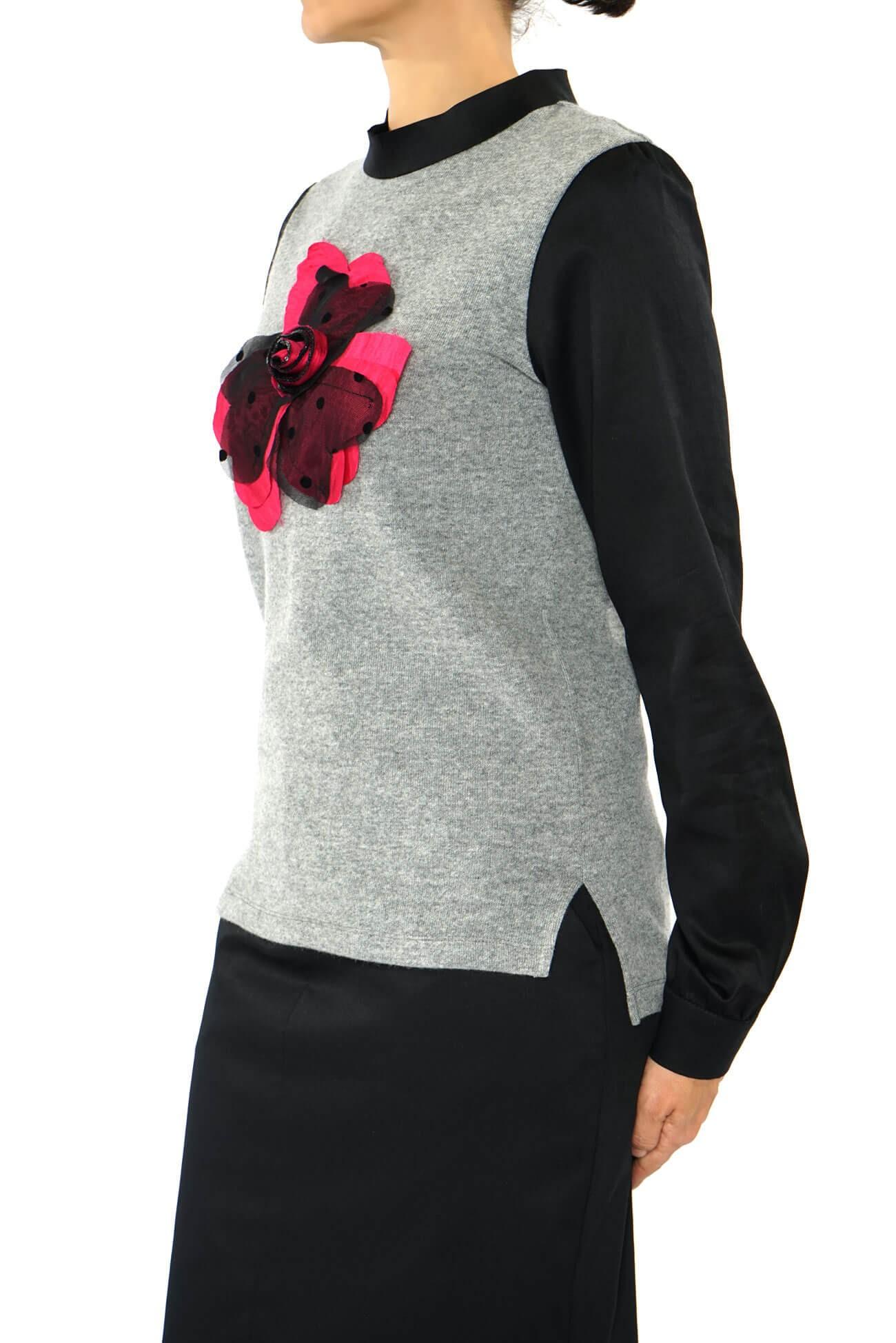 top din tricot de lana cu floare aplicata