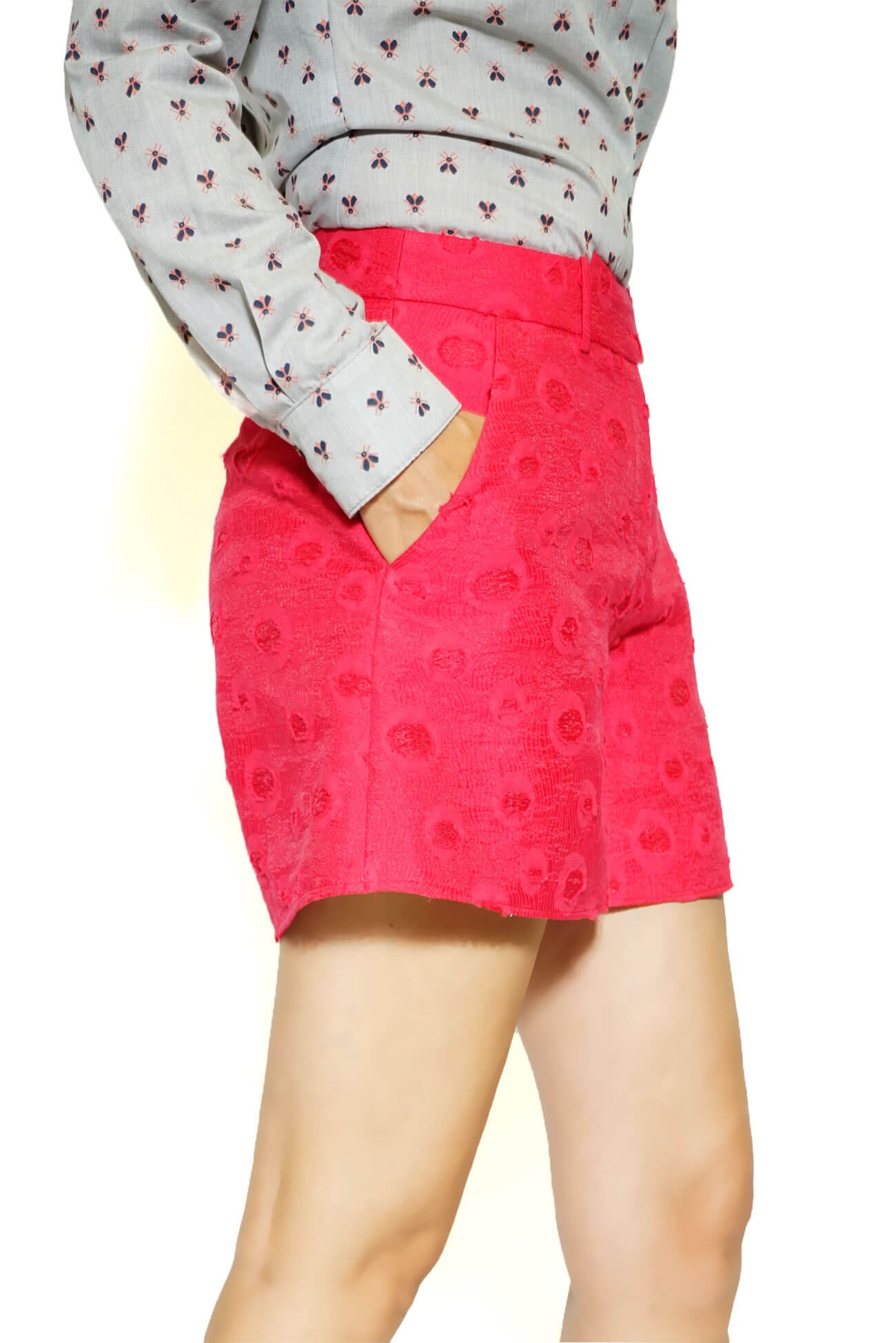 pantalon scurt din brocart rosu