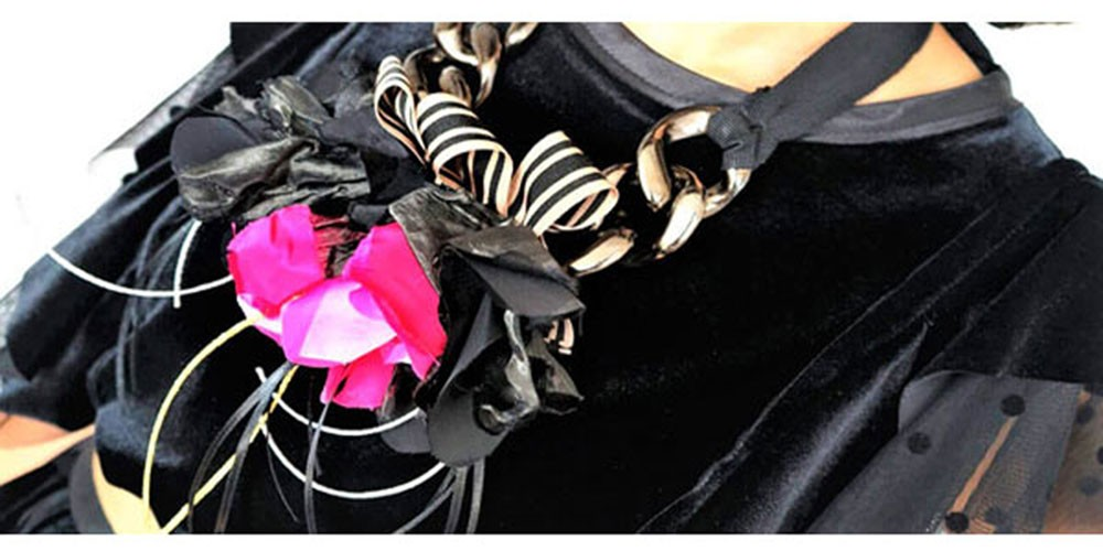 Rochie catifea neagra  cu volane(  produs la precomanda  )