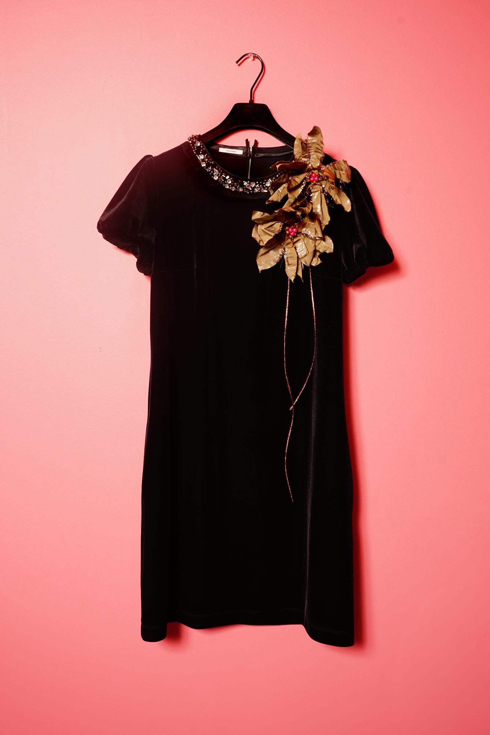 Rochie neagra din catifea si aplicatii pietre