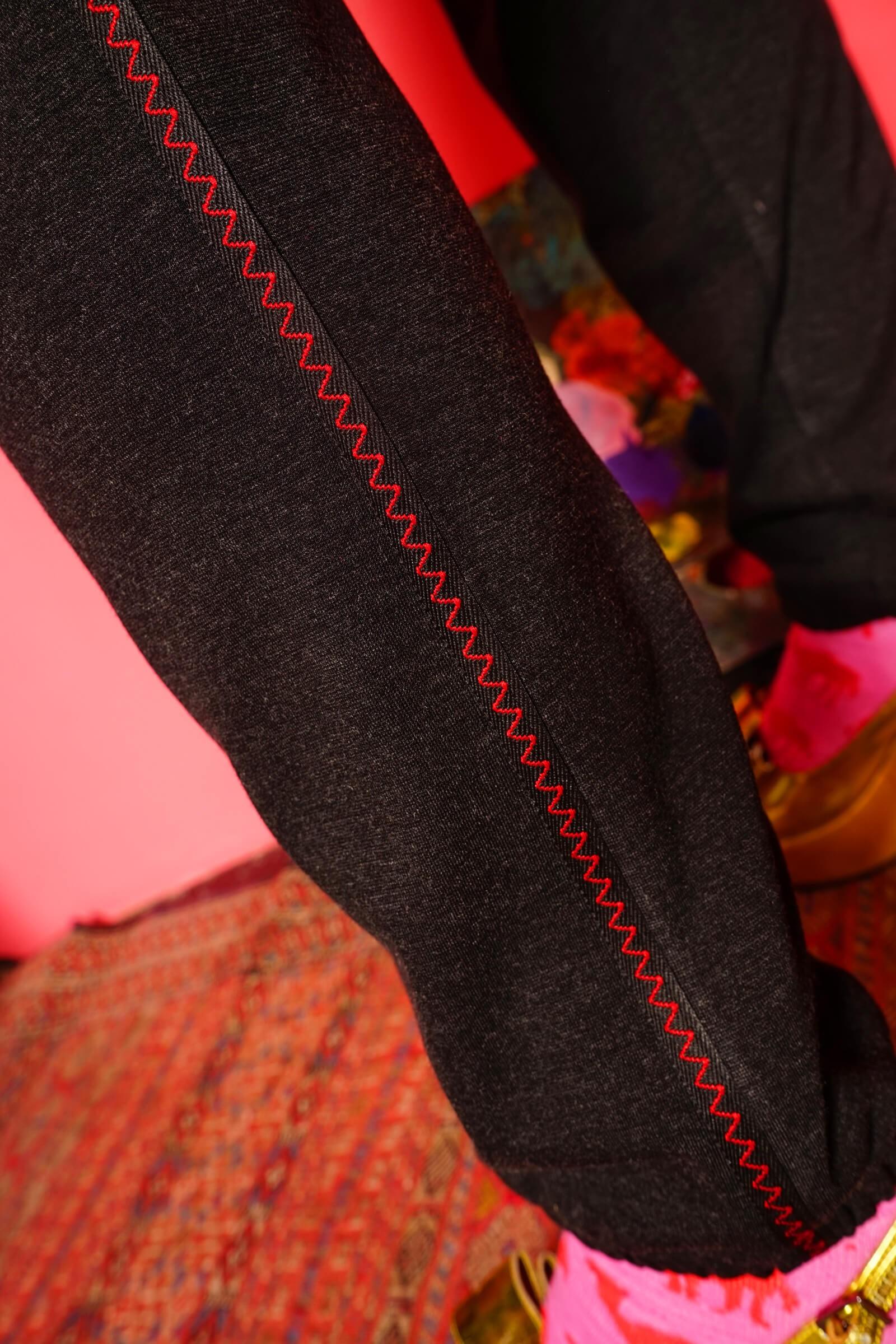 Pantalon gri cu elastic la terminatii