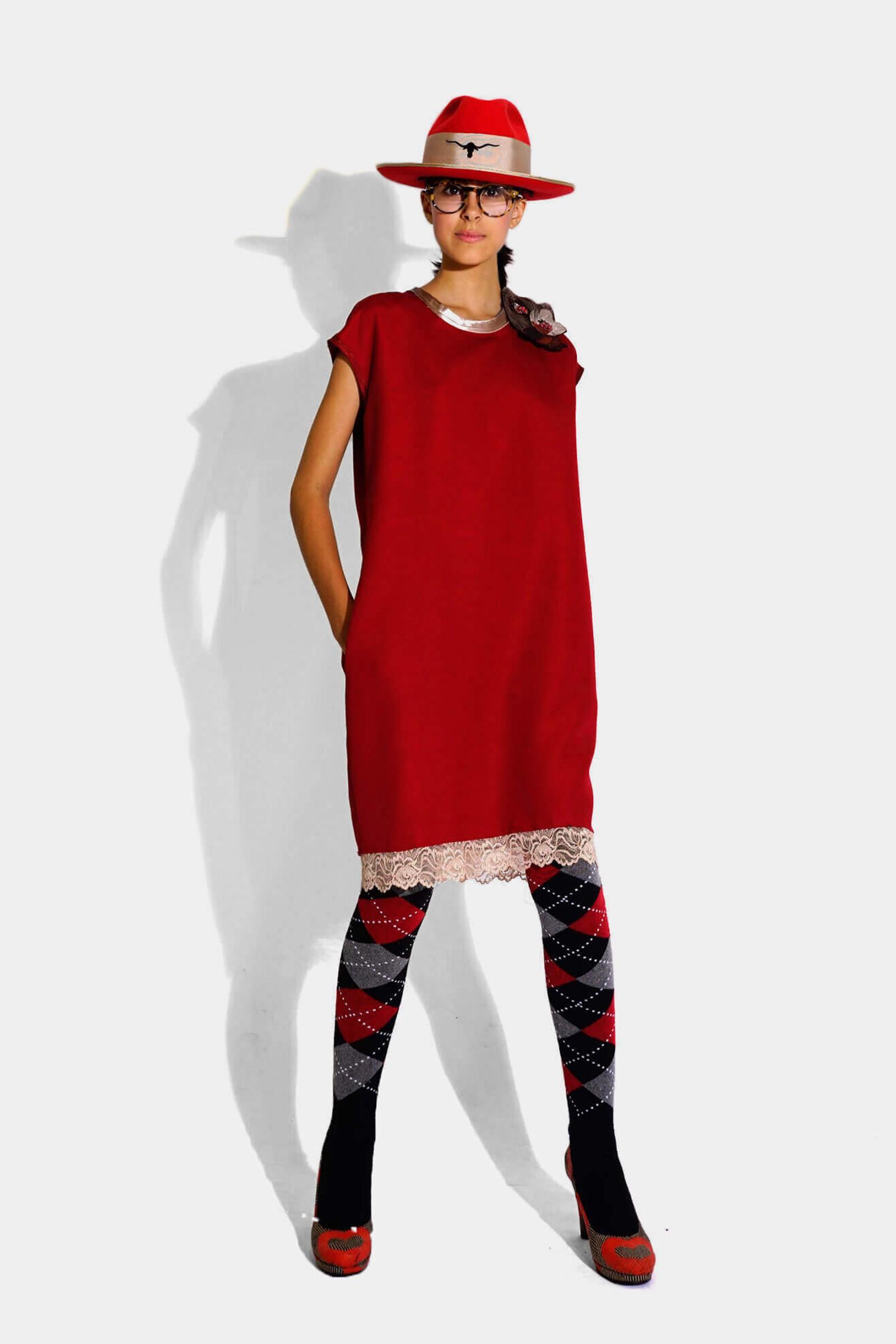 Rochie rosie cu aplicatii...