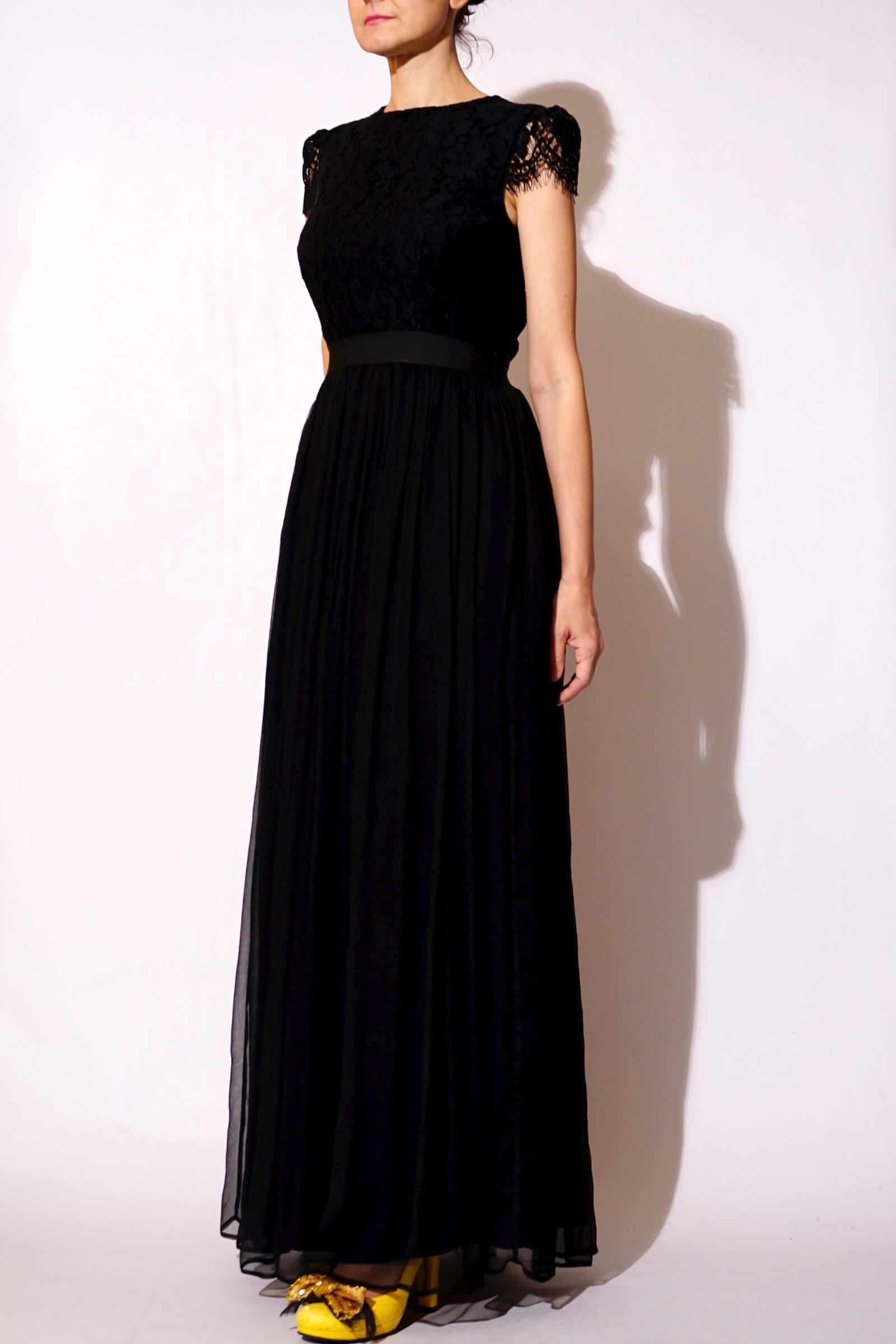 Long black dress made of...