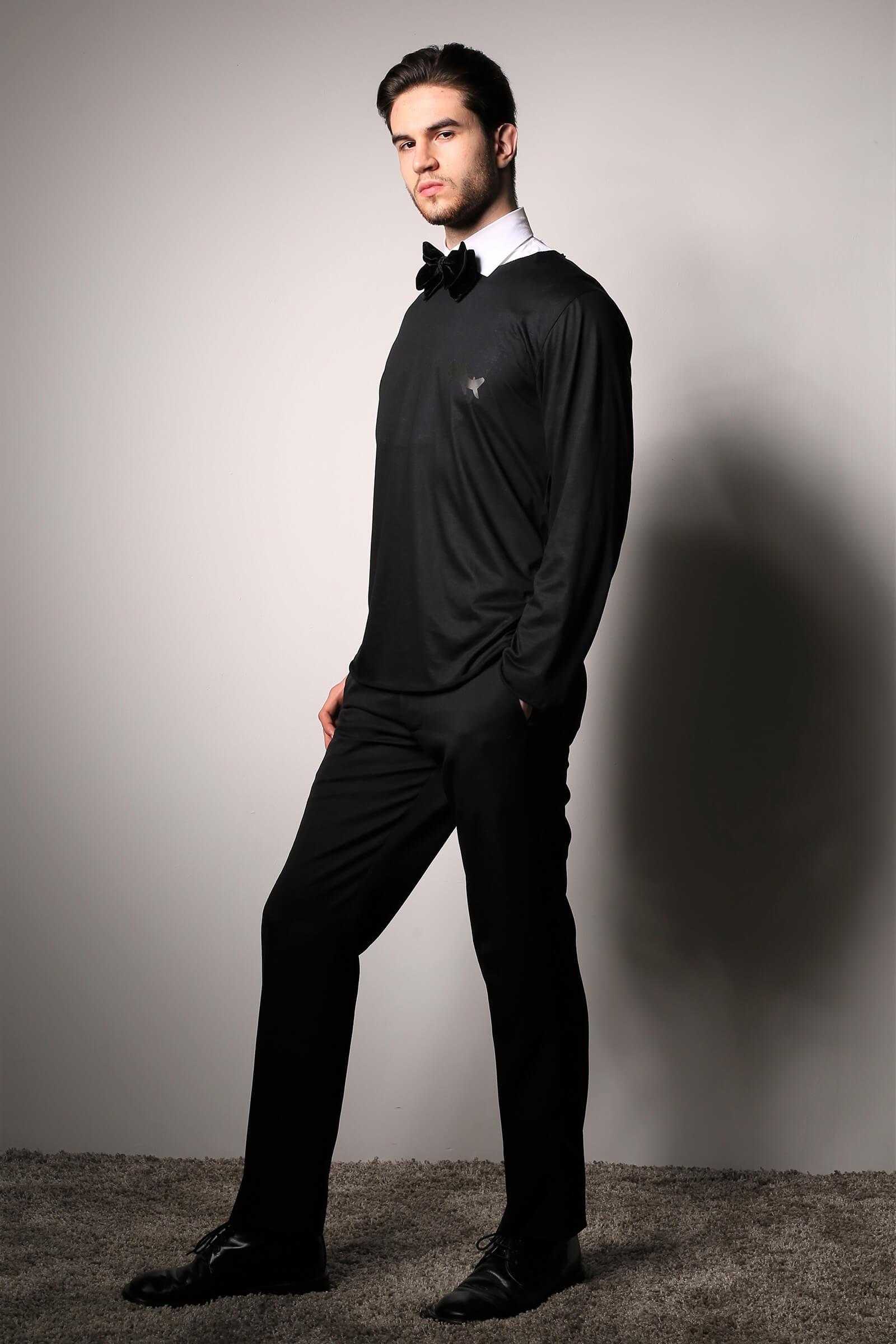 Bluza neagra la baza...
