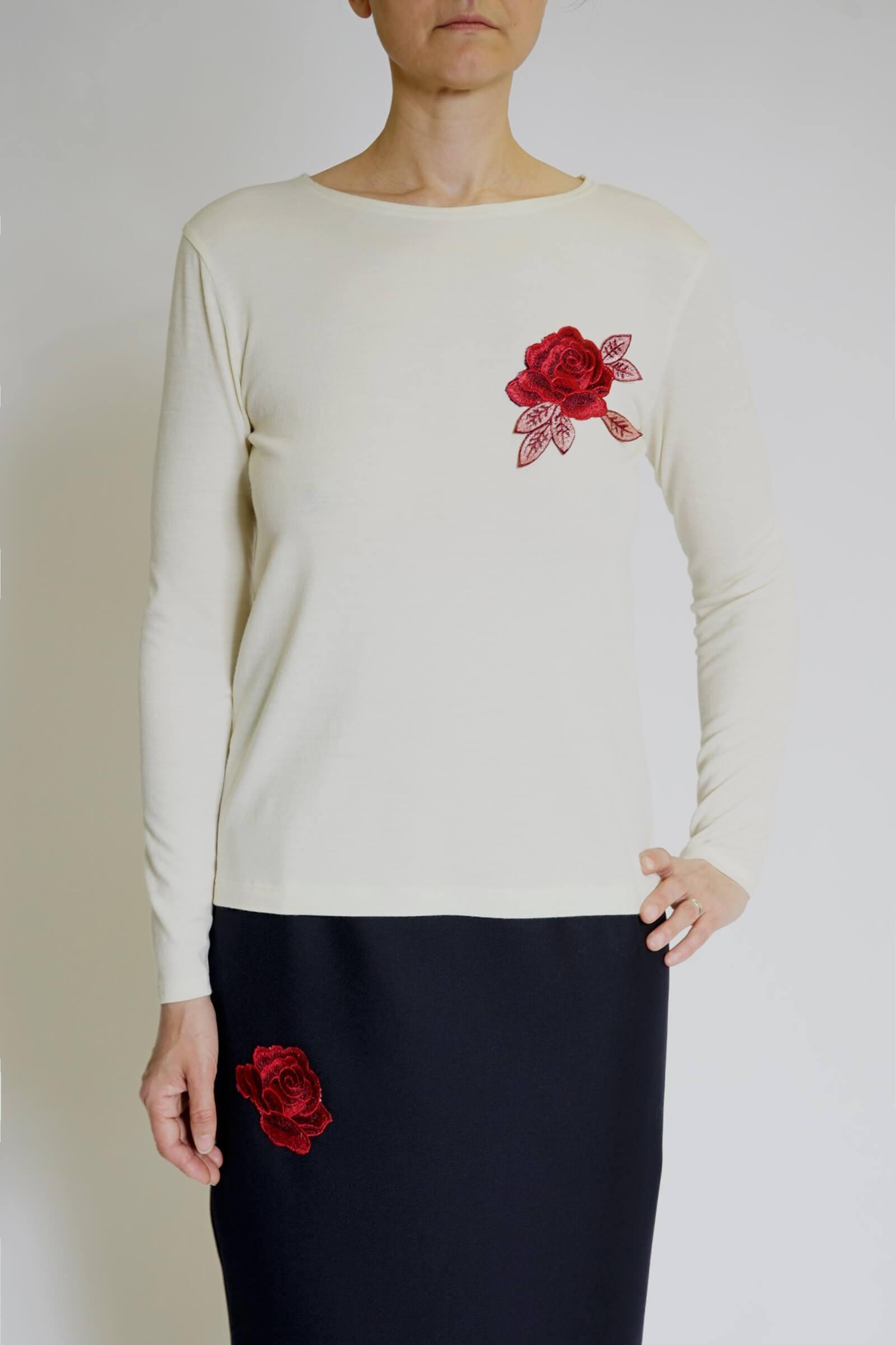Bluza alba cu trandafir