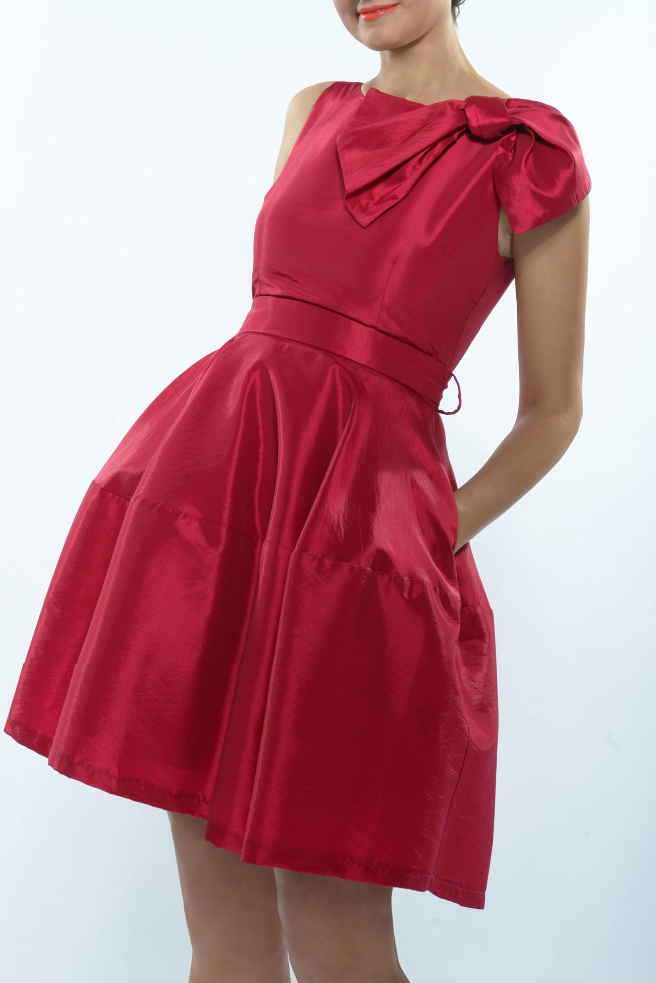 Rochie din tafta rosie cu funda foarte mare