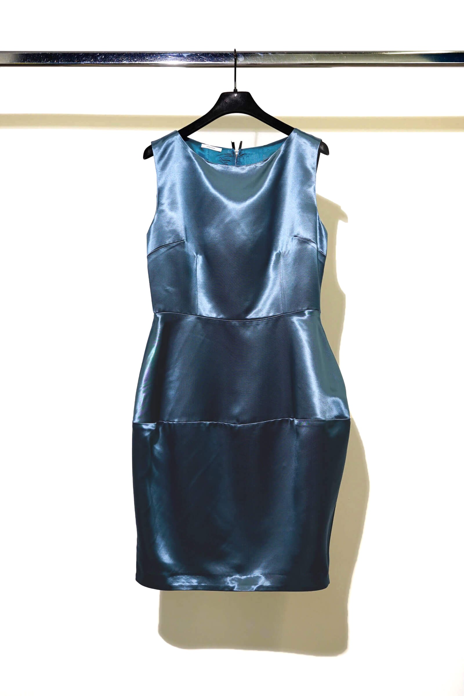 Rochie lucioasa albastra...