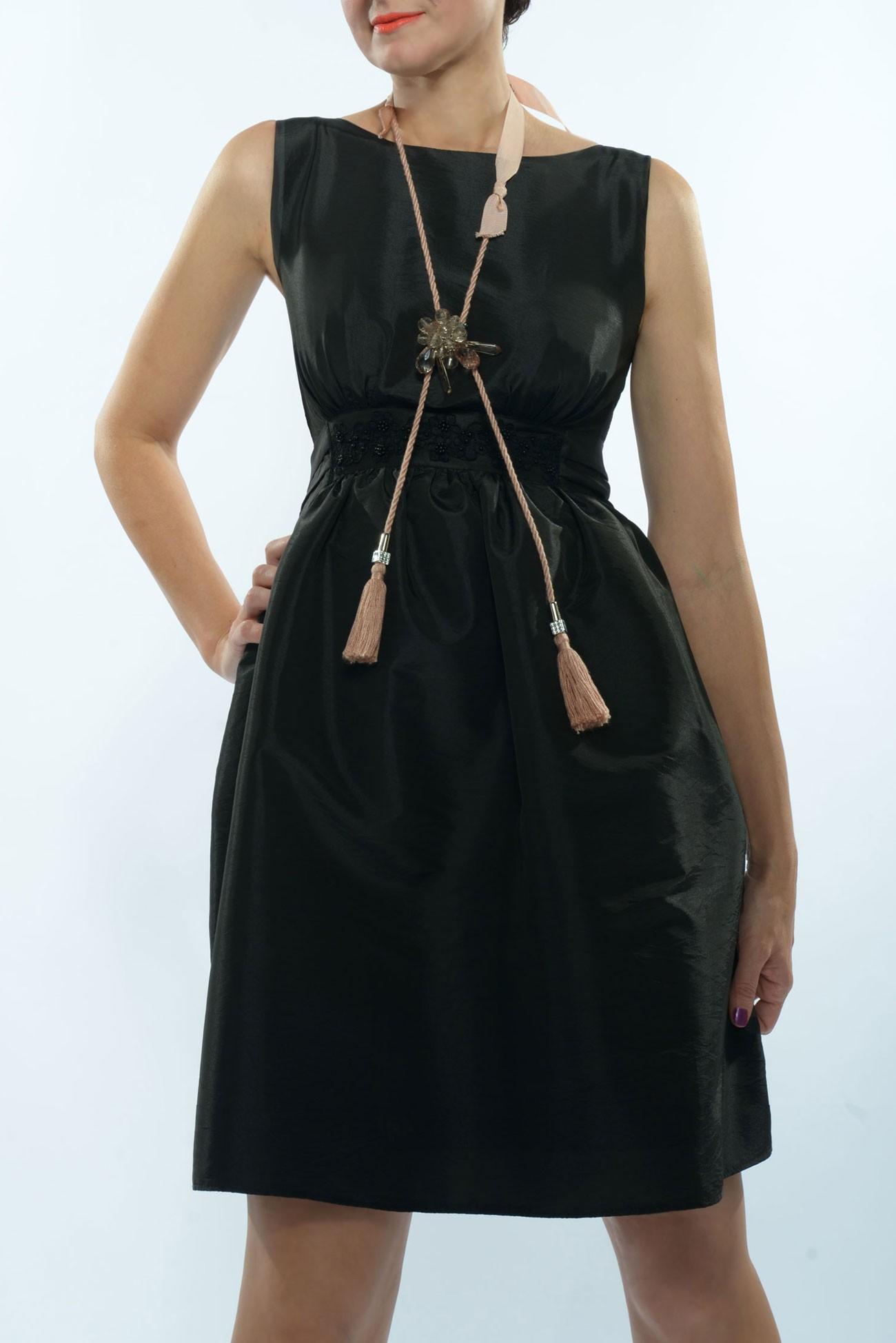 Rochie neagra din tafta , cordon lat cu paiete